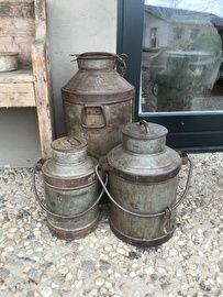 Oude metalen melkbus bak blik pot landelijk boerderij boeren  10 liter melkkan
