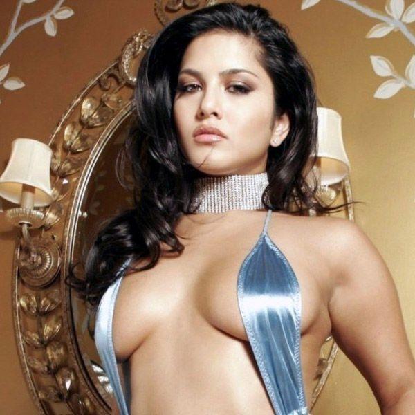 Sunny Leone's semi nude HD picture