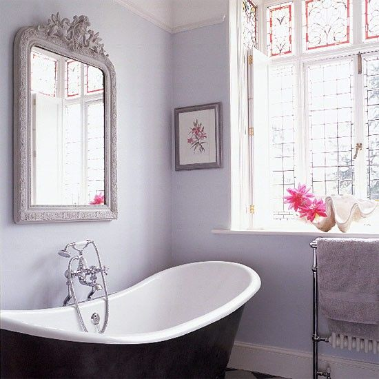 Lilac gray walls, roll top bath
