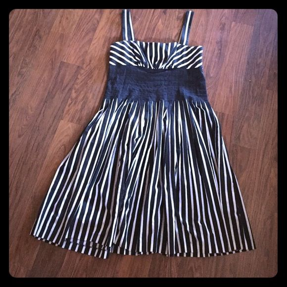 Knee length, striped Party Dress Perfect for a fun event or dinner party! This dress has a vertical stripe pattern, gathered at the waist to create a black band. Beautiful silhouette, fits a 'curvy' body like a dream. Suzi Chin Dresses