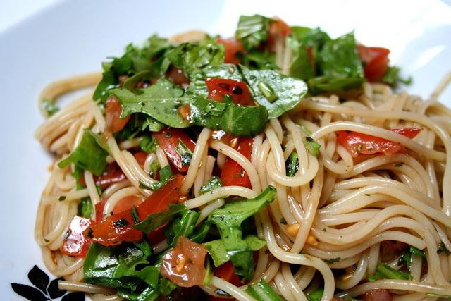 twoodledrum jamie oliver spaghetti mit rohen tomaten und rucola food pinterest. Black Bedroom Furniture Sets. Home Design Ideas