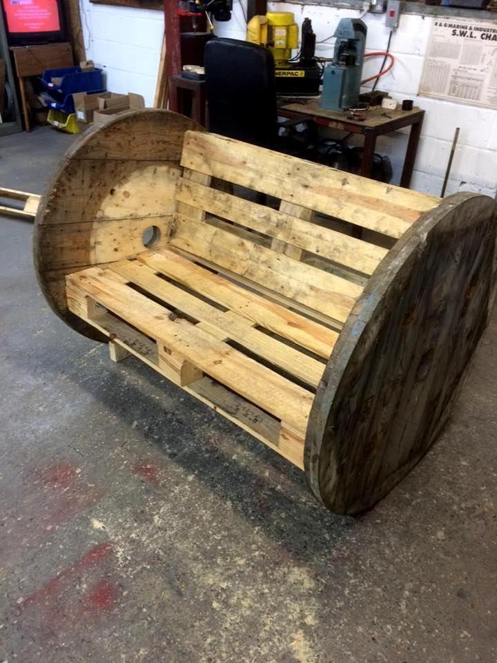 Holzpalettenkabel Spool Bank oder Stuhl - 70 Paletten Ideen ...