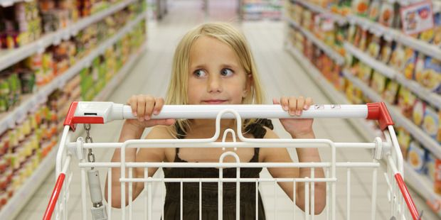 5 supermarket foods to never put in your trolley - lollies, sugar sweetened drinks, crisps of any kind, biscuits, processed meat