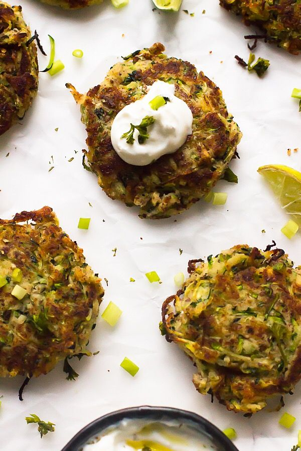 These Vegan Zucchini Fritters are gluten free, crisp on the outside and soft and flavourful on the inside! All in under 30 minutes. via http://jessicainthekitchen.com