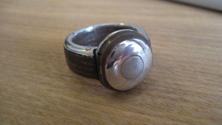 Cabochon ring, made by motherboard and hard disk, hand nailed with recycled copper. My new baby...i <3 it