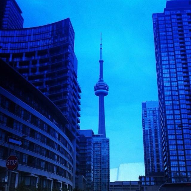 Describe tu pin... CN tower