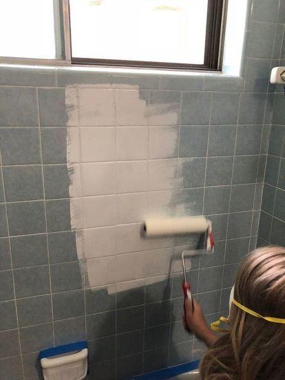 Comment peindre le carrelage de douche diy peindre des - Comment peindre carrelage salle de bain ...