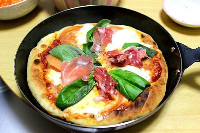大人用ピザです。 - 26件のもぐもぐ - ナンピザ マルゲリータ 生ハムプラス by さくたろう