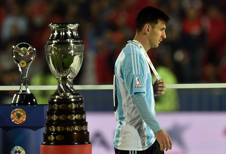 Argentina Greatest Leo Messi walked pass by trophy after defeated from Chile in Copa America 2015 Final  #Argentina #LeoMessi #Messi #Chile #CopaAmerica2015