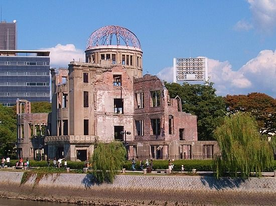 hiroshima standing in the path of destruction Standing on the shoulders of giants  walking the historical path:  have your students explore the destruction of nagasaki and hiroshima.