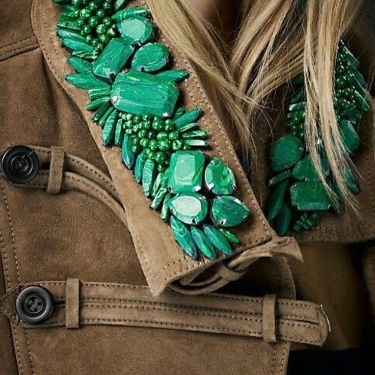 #ручнаявышивка #ручнаяработа #luxury #embroidered #made #lunevilleembroidery #couture #images #lifeincolor #вышивкастразами #вышивкабисером #вышивкакрестиком #вышивка #вышивкакамнями #идеи #трафареты #творчество #пальто #куртка #замша #шуба