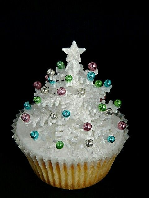 17 Best ideas about Christmas Cake Decorations on ...
