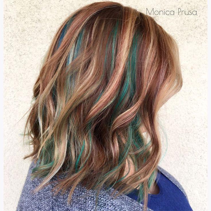 Inspirada nos cristais e pedras, nova tendência esconde mechas coloridas entre os cabelos naturais