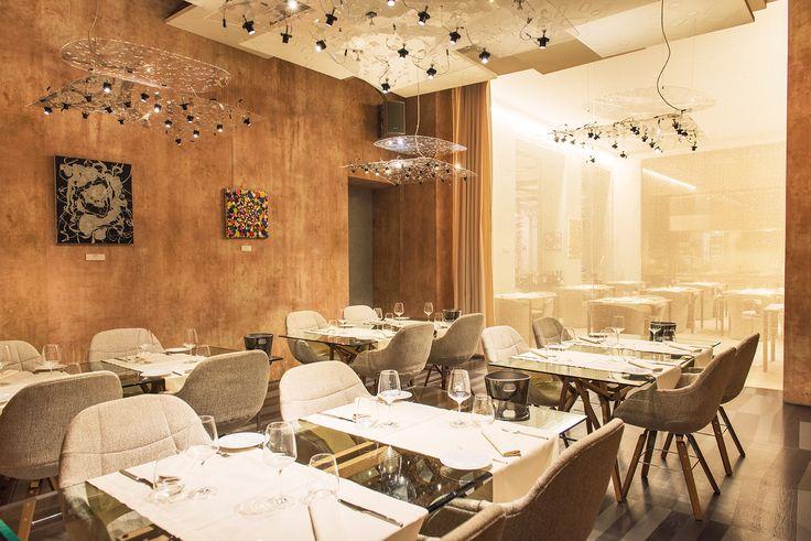 La sala privè è la location perfetta per i clienti che cercano riservatezza, in un'atmosfera elegante.  Ideale per organizzare un evento personale o aziendale nella massima discrezione. #location #Larte #Milano #viaManzoni5