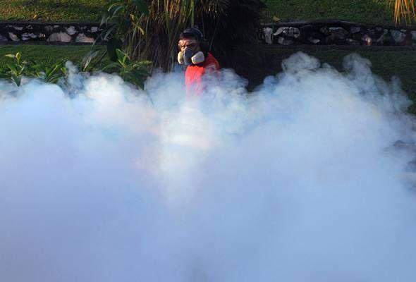 Kes demam denggi meningkat 35 kes   KUALA LUMPUR: Kes demam denggi bagi tempoh 10 hingga 16 Dis menunjukkan peningkatan sebanyak 35 kes berbanding minggu sebelumnya kata Ketua Pengarah Kesihatan Datuk Dr Noor Hisham Abdullah.  Beliau berkata sebanyak 985 kes demam denggi direkodkan bagi tempoh tersebut.  Katanya terdapat sembilan negeri menunjukkan peningkatan kes berbanding minggu sebelumnya iaitu Pulau Pinang Johor Perak Wilayah Persekutuan Kuala Lumpur dan Putrajaya Negeri Sembilan Pahang…