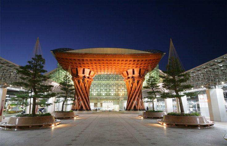 金沢へ旅行をした事がありますか?庭園、美術館、街並、グルメなど、小京都と言われる金沢には、京都と違った面白い観光スポットが沢山!もちろん、春夏秋冬一年中楽しめます。2015年に北陸新幹線が開通し、東京方面からぐんと近くなった金沢!短い滞在日数で、目一杯おすすめの観光スポットを巡る事が出来ます。カップルで、子連れの家族で、女子旅で、金沢観光をお楽しみください!がんこ面白い!大人気!金沢のおすすめ観光スポットランキングTOP20をお楽しみください!