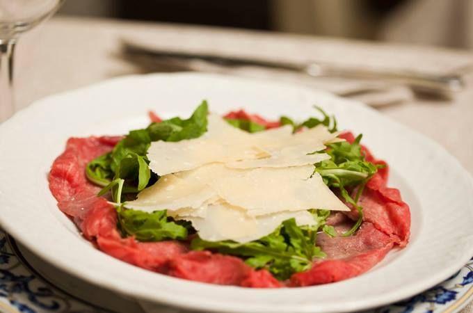 Gli ingredienti del nostro carpaccio? Qualità, qualità e qualità. #qualità #canova #carpaccio #parmigiano #rughetta #rucola