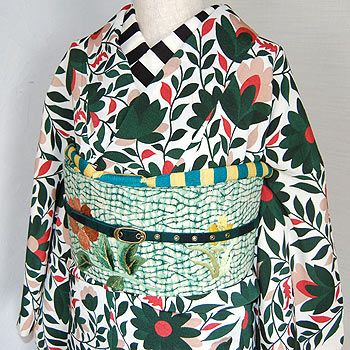 love the kimono and han eri. Not sure about the obi (in this coordinate...)