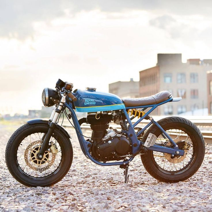 """dropmoto: """"Another angle on the latest build from Chicago's @federalmoto – a 2014 Royal Enfield Continental GT cafe racer dubbed the 'Grand Trunk Express'. Would make one hell of a coastal road cruiser! 📸 @danielpeterphoto #dropmoto #royalenfield..."""