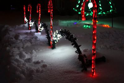 An animated Christmas lighting display located in Tonganoxie, KS. A resource for DIY Christmas decorators with an emphasis in built from scratch RGB, DMX, LED fixtures. Our free database of LOR Sequence files and step by step HOW-TO section share our experience with fellow decorator and christmas enthusaists!