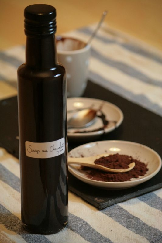 SIROP DE CHOCOLAT (50 g de cacao amer, 20 cl d'eau, 200 g de sucre, 1 pincée de sel) CONSERVATION : 1 semaine au frigo