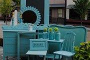 ♥♥♥ Реставрация старой мебели дома. Реставрация старой мебели своими руками –процесс сложный, но очень увлекательный! Как подарить новую жизнь полюбившимся креслам, в которых слушали бабушкины сказки. Как заставить сверкать нежными матовыми бликами древний комод, в котором хранится много «драгоценных» шедевров – кусочки ручного кружева, бархатные отрезки, из которых можно сшить бальное платье для куклы или сделать эксклюзивный абажур для торшера.