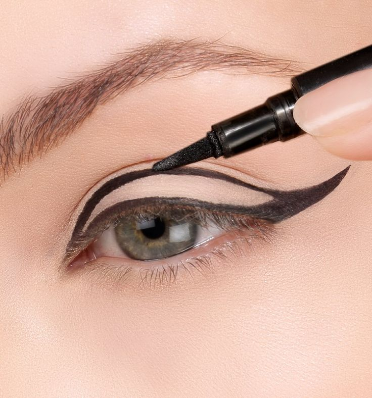 To achieve a dramatic eye use the #ThinLizzy Precision Liquid Eyeliner, first trace the outline of the wing, then fill in to keep an even line #beautytips #perfect #wingedeyeliner #bblogger #thinlizzybeauty