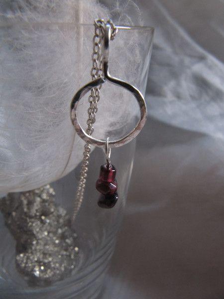 Silberanhänger - Kettenanhänger Silber mit Granatperlchen - ein Designerstück von schmuck-und-schoen bei DaWanda