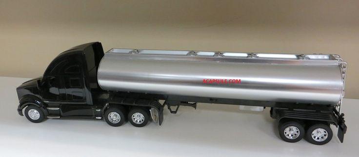 Kenworth T700 Oil Tanker 1/32 Scale Tractor Trailer Model