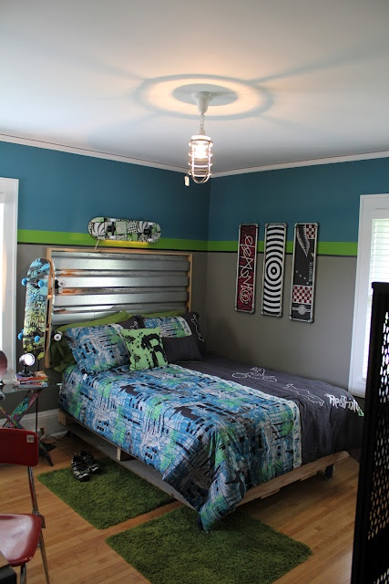 Boys' skateboard room.  Yes, please!!  I ♥ the paint!