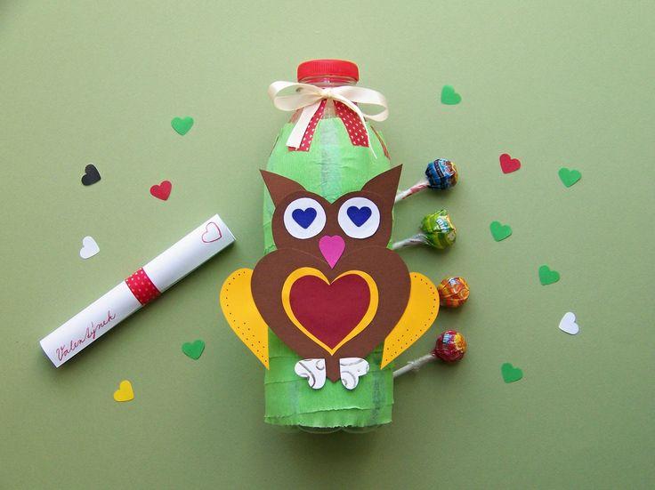 Valentýnská sovička. Plastová láhev od mléka, krepák, barevné papíry. Do lahve můžeme vložit kokina a také láskové přání. HAPPY ECO VALENTINE!