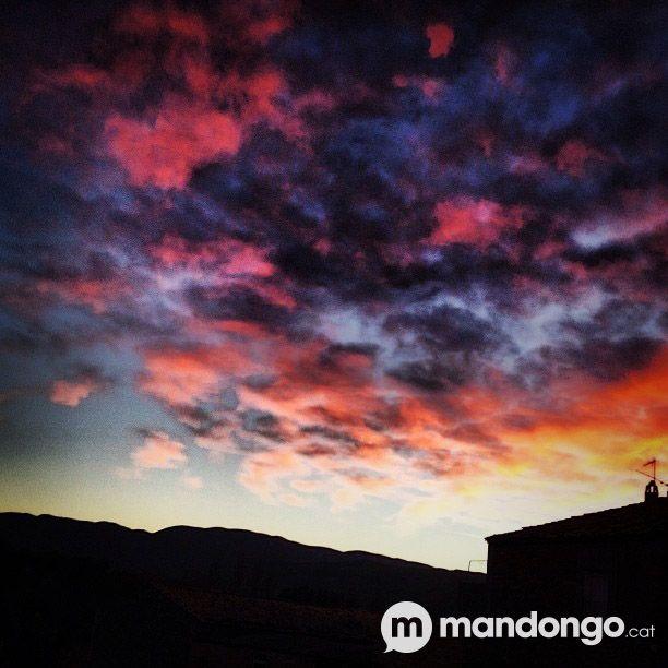 Cel rogenc pluja o vent red sky  #Pallars #Pirineus #Lleida #Catalunya    http://mandongo.cat/