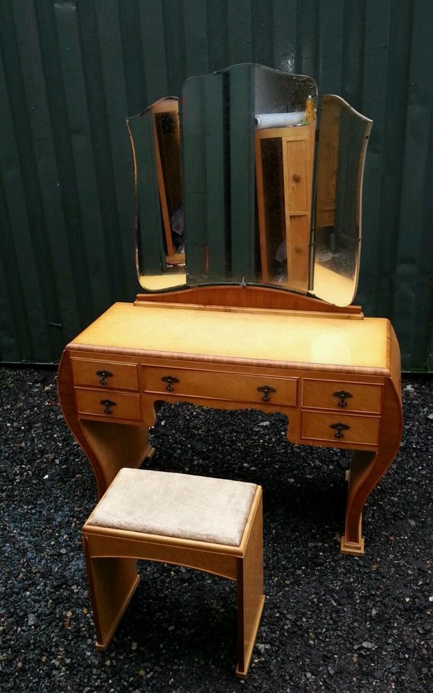 Dressing table art deco. 1930s Vintage shabby chic.