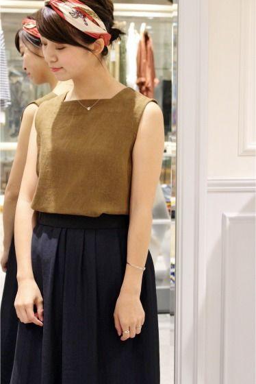 Linen Sleeveless ブラウス  Linen Sleeveless ブラウス 14040 2016AW 麻独特の季節感ある素材でお作りしたノースリーブブラウス 秋を連想させるカラー展開ですがベーシックなお色味でいますぐ着て頂けます デニムでカジュアルな合わせにもヒールで大人な着こなしにも 取り扱いについては商品についている品質表示でご確認ください 店頭及び屋外での撮影画像は光の当たり具合で色味が違って見える場合があります 商品の色味はスタジオ撮影の画像をご参照ください 着用スタッフ身長153cm 着用サイズFREE モデルサイズ:身長:168cm バスト:81cm ウェスト:59cm ヒップ:88cm 着用サイズ:フリー