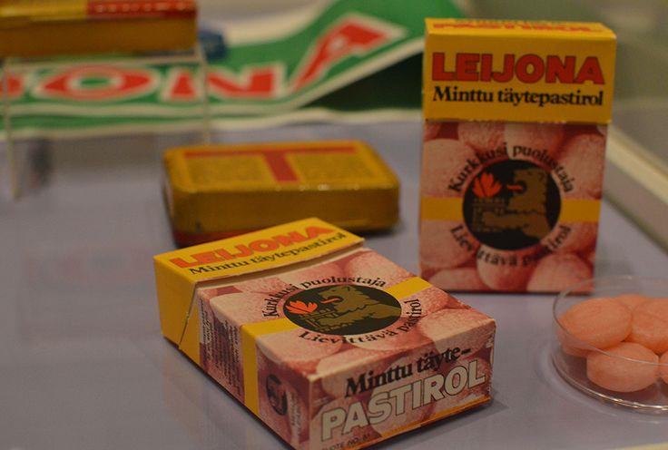 Leijona-pastilleja alettiin valmistaa 1930-luvun alussa, ja ne saivat nimensä Jalanderin Helsingissä omistaman Leijona-apteekin mukaan. Luuppi, Oulu (Finland)