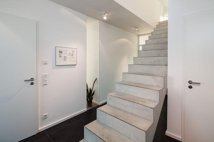 haus l moderne innentreppe als freistehende. Black Bedroom Furniture Sets. Home Design Ideas