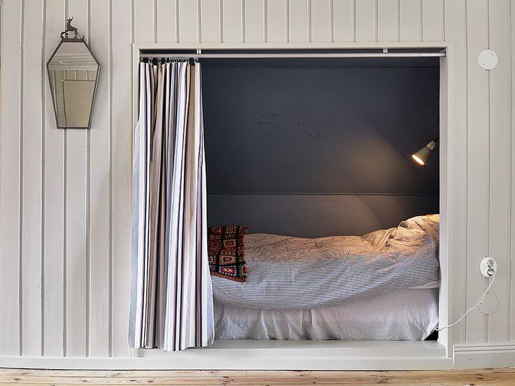sleeping nook in swedish summer cottage | via my scandinavian home blog