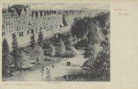 Gezicht op een gedeelte van de Nieuwe Plantage en de huizen aan de westzijde van de Plantageweg, de latere Dr. Zamenhofstraat, in de richting van de Oudedijk. Datering:1900