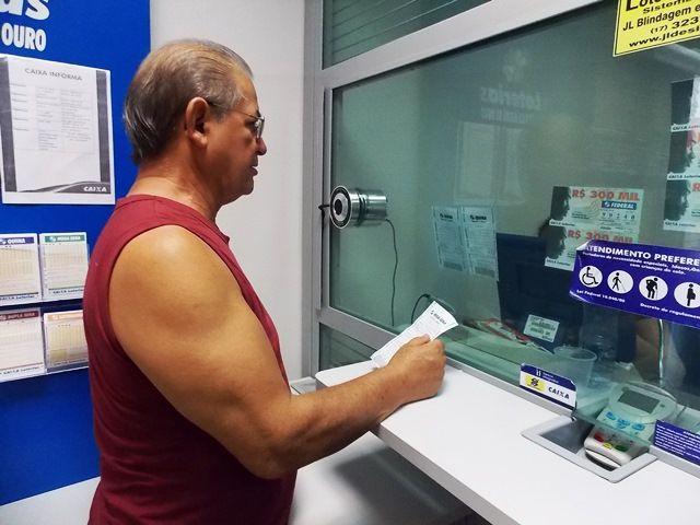 Prêmio de  R$ 130 milhões deve movimentar casas lotéricas nesta quarta-feira - http://acidadedeitapira.com.br/2015/11/17/premio-de-r-130-milhoes-deve-movimentar-casas-lotericas-nesta-quarta-feira/