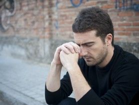 En fait, on peut passer sa vie sans parler à Dieu.  Dans l'absolu, on n'en a pas besoin pour vivre, respirer, se mouvoir, penser. De même que Dieu n'a pas besoin non plus qu'on lui parle.  C'est... Par Jean-Philippe Bocquillon