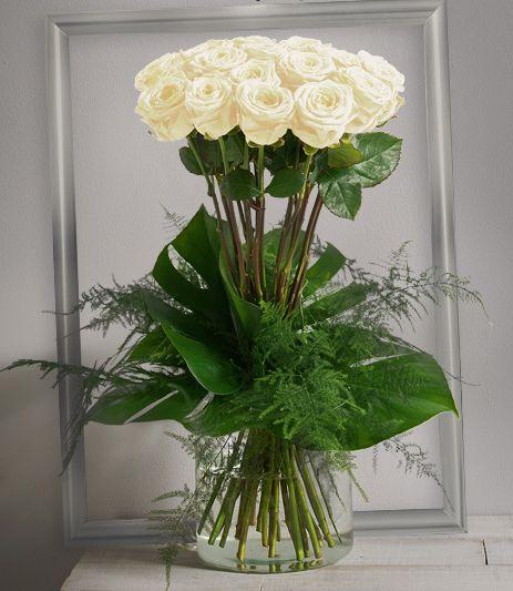 Idylle blanc Bouquet haut et serré de grandes roses blanches à gros boutons…