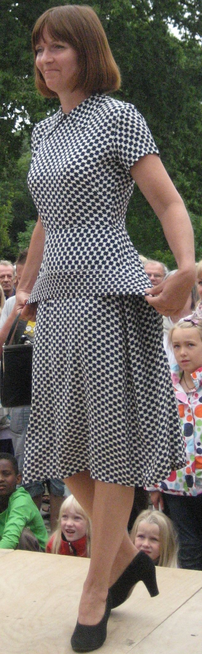 Fra 30´erne. Typisk Art deco stof. Historisk mode på Bratskov 2012.