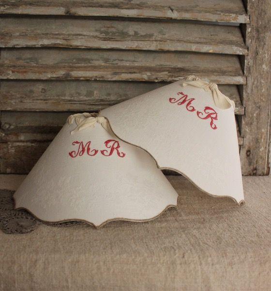 "Image of *Abat jour damassé blanc monogrammes ""MR"""
