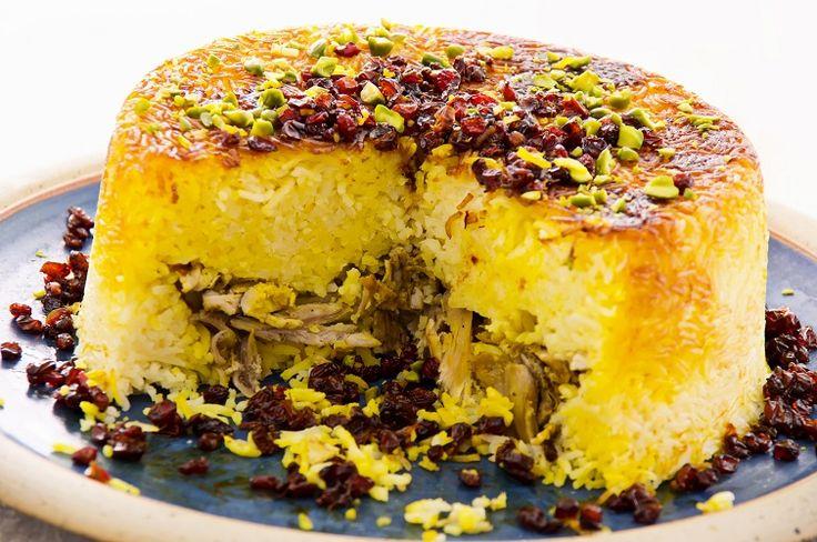 Ecco il #Tah #Chin, un piatto persiano preparato con riso fragrant, zafferano, pollo, uvetta e pistacchi.