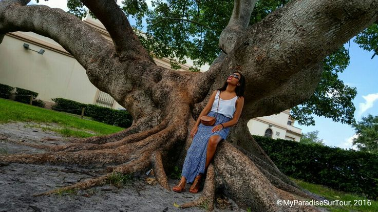 """St Pete, THE artist...well, my favorite"" Model : Emma (me)  by Davidson Toussaint for #MyParadiseSurTour #TravelBlogger #Tourism"