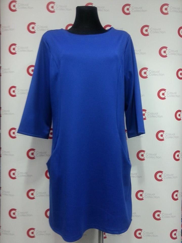 Sukienka w kolorze niebieskim. Krój świetnie dopasowuje się do Twojej sylwetki :)