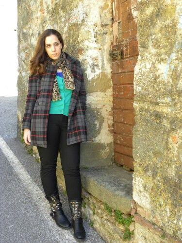 #newpost #newoutfit #fashion #fashionblogger #italianfashionblogger #chicisimo #lookbook #coat #tartan #lavand #cardigan #pants #hm #justcavalli #scarf  http://angieclausblog.com/2015/02/20/un-vortice-di-colori-e-fantasie/