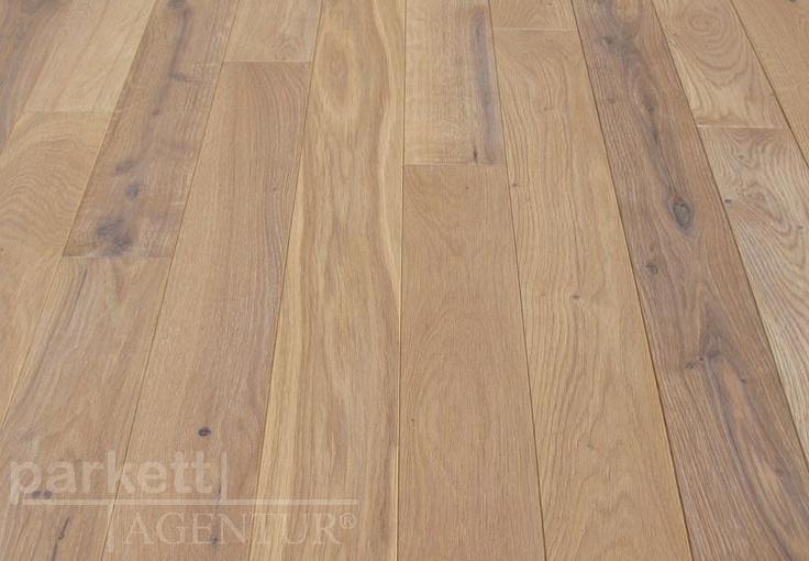 Diese Woche empfehlen wir Ihnen die Massivholzdiele Natureiche candor gebürstet und weiss geölt. Die Tatsache, dass Massivholzdielen aus einem einzigen Stück Rohholz gefertigt werden, ist bereits Besonders, der attraktive Preis ein Highlight! Die Oberfläche mit dem eichentypischen Spiegel und den natürlichen Farbunterschieden runden dieses Produkt der Woche ab. Durch die natürlich weiss geölte Oberfläche ist dieser Echtholzboden besonders strapazierfähig. #wood #wwodfloor #parkett