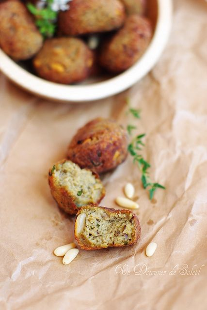 Boulettes d'aubergines aux pignons • eggplant meatballs with pinenuts . Vegetarian (in french)