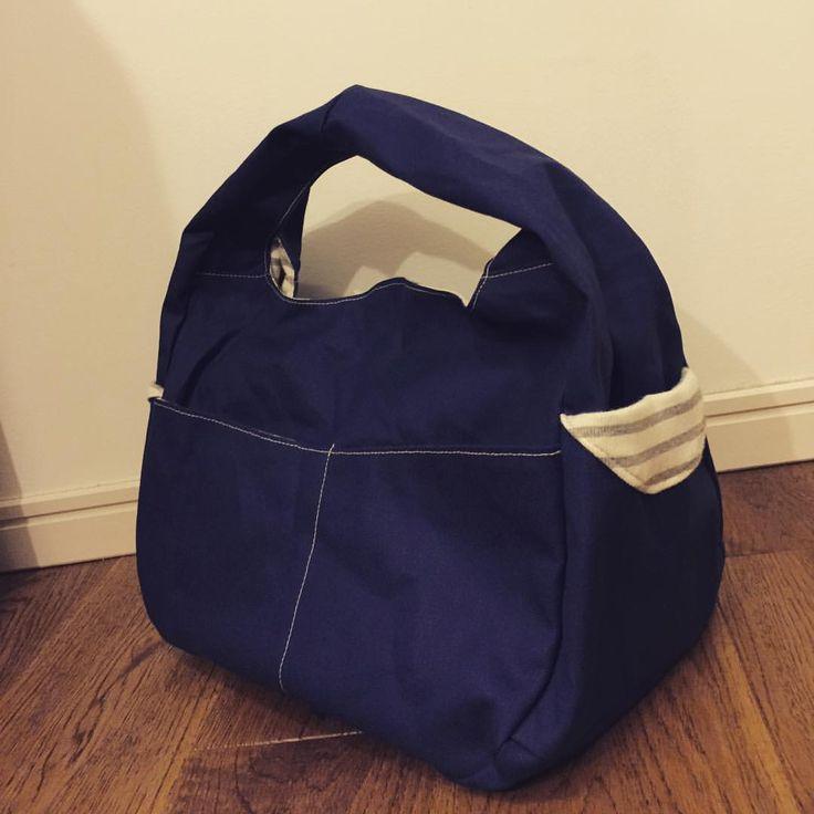 ワークショップで一本手ショルダーバッグを帆布とニット生地で作ってきました。 なかなか難しかったけど楽しい1日でしたー。  #帆布 #バッグ #ショルダーバッグ #一本手 #かばん #帆布かばん #ネイビー #紺色  #紺色好き #趣味 #ワークショップ #bag #canvas  #handmade #sewing #sewingmachine #hobby #navy #shoulder #shoulderbag